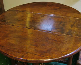 Charming early 18th cent gateleg table