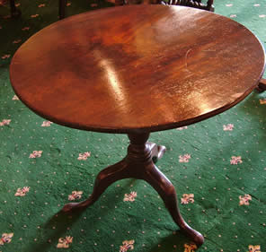 Early 19th cent mahogany snap top table